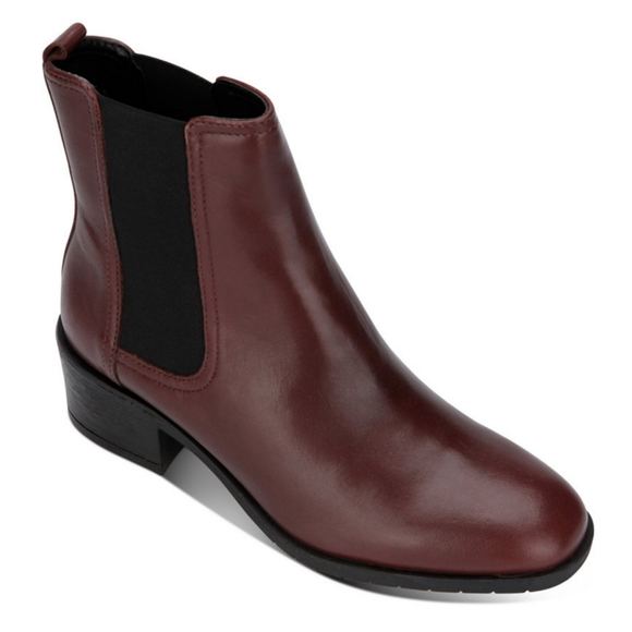 Leather Chelsea boots by Kenneth Cole